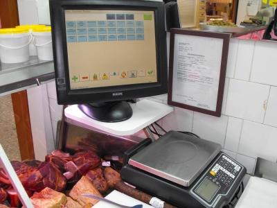 érintőképernyős kiskereskedelmi szoftver hentes üzlet kezelő program POS terminál kereskedelmi rendszer blokknyomtató vonalkód olvasó digitális mérleggel működő kiskereskedelmi program