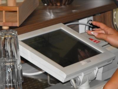 kávézó program, kávézó elszámoltató rendszer, kotél fogyás követése, standoló program, vendéglátó ipari készlet kezelő rendszer, standolás digitális mérleggel